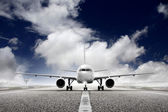 Avión de despegue en el aeropuerto — Foto de Stock