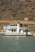 Moored Houseboat at Catalina Harbor — Stock Photo