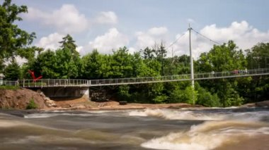 Liberty Bridge over Falls Park at The Reedy River Time Lapse — Stock Video