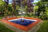 Wickerwork - wicker enclosed fountain pump — Stockfoto