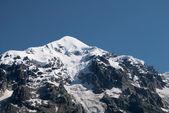Snow-covered peak of mountain — Stock Photo