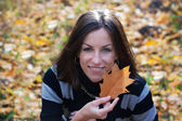 Portrait of young girl with oak leaf — Stock Photo