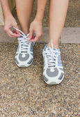The Girl Tying Running Shoes — Stock Photo