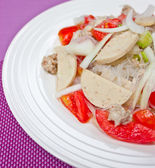 Thai dressed spicy salad wih pork, tomatoes and cellophane noodl — Stock Photo