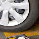 Manometer checking tyre pressure. — Stock Photo #32626881