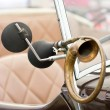 Horn of a classical car. — 图库照片