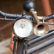 Vintage bicycle horn on handlebar. — Stock fotografie