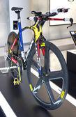 Bisiklet üzerinde ekran bak — Stok fotoğraf