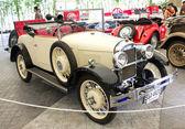 Pasinger vintage bil på displayen — Stockfoto