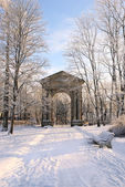 The monumental Admiralty Gate in Gatchina Palace Park, near Pete — ストック写真