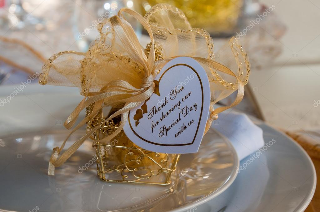 Thank You Letter For Wedding Guests: Wedding Thank You Note On Guest Table