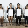 Indian judges hold up blank cards. — Stock Photo