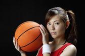Asian woman playing basketball — Stock Photo