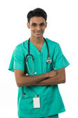 Yeşil önlük çapraz kolları olan Hint Doktor — Stok fotoğraf