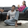 Indian couple on the sofa watching tv — Stockfoto
