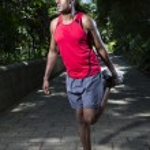 sport homme indien échauffement et d'étirement avant d'exercer — Photo