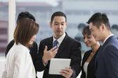 Verksamhet team arbetar tillsammans — Stockfoto