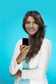 Stylová indická žena pomocí chytrý telefon — Stock fotografie