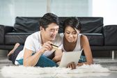 Asian couple at home Shopping Online — Stock Photo