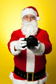 Santa Claus holding up his brand new DSLR — Stock Photo