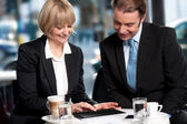 Corporates discussing business over a coffee — Stock Photo