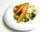 ızgara somon steak sebze ve otlar ile — Stok fotoğraf