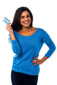 Pretty woman displaying her credit card — Stock Photo