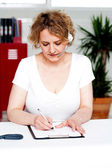 Businesswoman engrossed in her work — Stock Photo