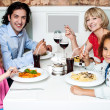 Family eating together in a restaurant — Lizenzfreies Foto