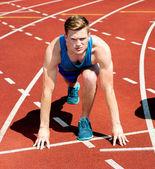 Een mannelijke atleet klaar om de race — Stockfoto