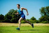 Passen atleet uitgevoerd hard op een zonnige dag — Stockfoto