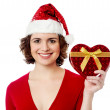 Pretty female holding wrapped gift box — Stockfoto
