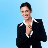 Sonriente joven empresaria exitosa — Foto de Stock