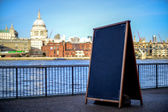 Copy space concept, River Thames background — Stock fotografie