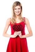 Teen girl holding valentine gift — Stockfoto