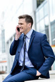 Smiling businessman talking in his mobile phone — Stock Photo