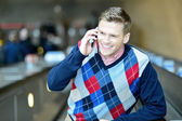 Guy conversing on phone call — Stock Photo