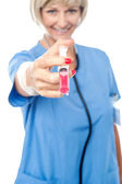 Middle aged woman physician with syringe — Stockfoto