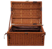 Open wicker chest — Stock Photo