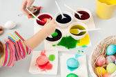 Girl colorig easter eggs — Stock Photo