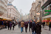 Shopping street Graben in winter fog, Wien — Stock Photo