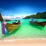 Tropical beach, traditional long tail boats, Andaman Sea, Thailand — Stock Photo