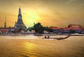 Wat arun in sunset — 图库照片