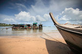 Tropical beach, traditional long tail boats, Andaman Sea, Thailand — Stock Photo