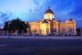 The Throne Hall in Bangkok, where the national legislature sits — Stock Photo