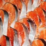 die großen Stücke von roter Fisch — Stockfoto