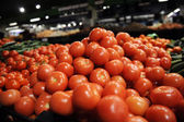 Red tomatoes in the market — Stock Photo