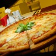 Large Pizza Margherita — Foto Stock