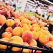 Peaches at the grocery store — Stock Photo
