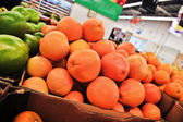 Variety of oranges on boxes in supermarket — Foto Stock